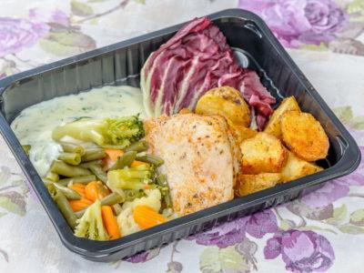 Filet z kurczaka w sosie koperkowym z warzywami i ziemniakami op